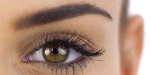 Belle forme sourcils maquillage permanent
