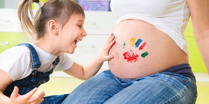 Le Belly Painting, la nouvelle tendance de l'art prénatal
